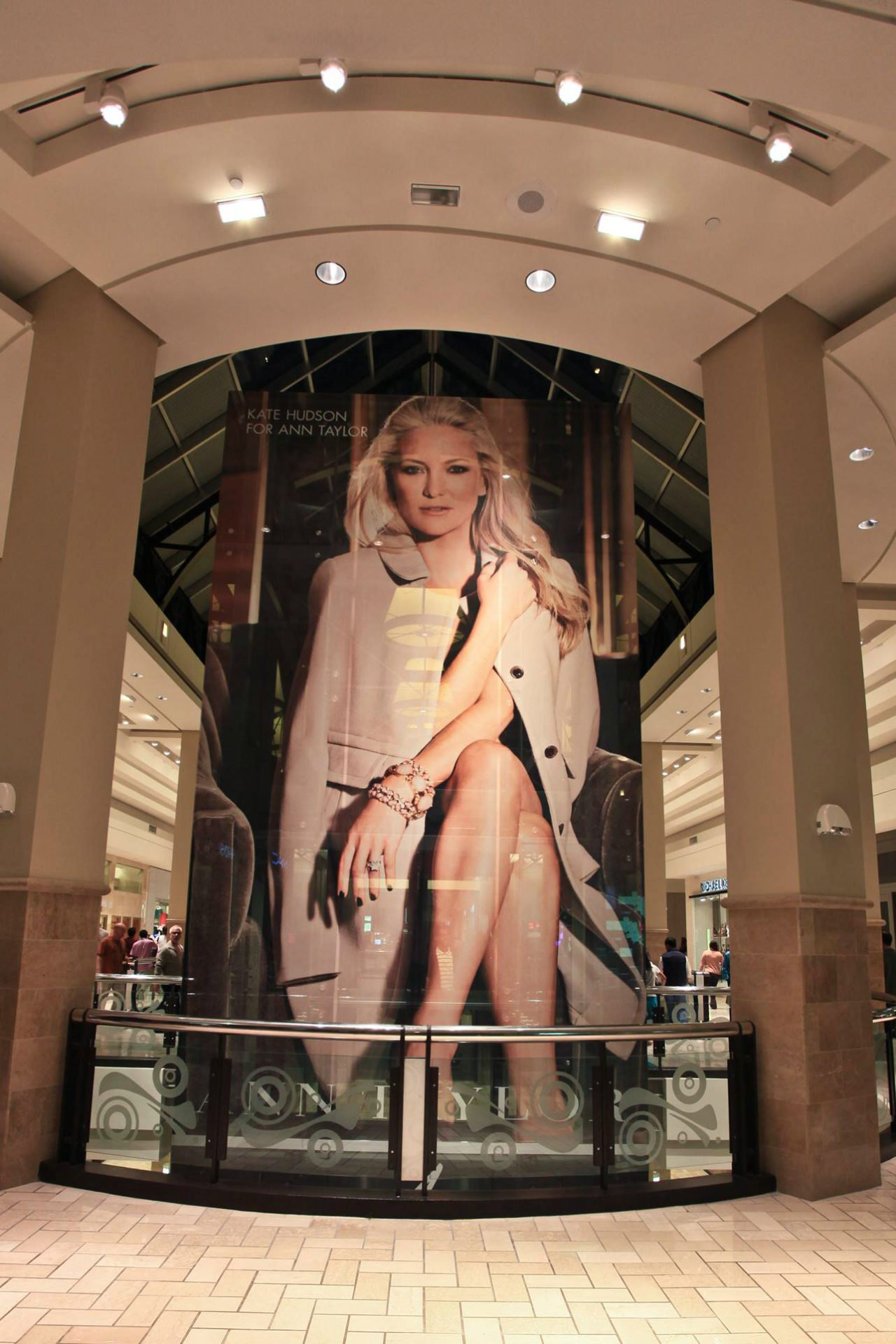 kate-hudson-lift-graphics-usa-see-through-window-graphics