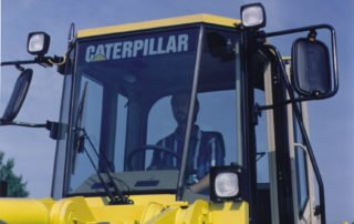 contra-vision-glass-branding-brandvisor-caterpillar