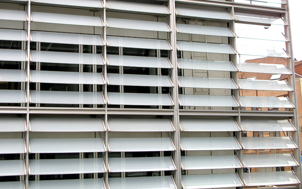 berlaymont-european-commission-brussels-laminated-glass-louvres